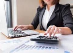 خانم حسابدار خدمات مالیاتی انجام امور حسابداری